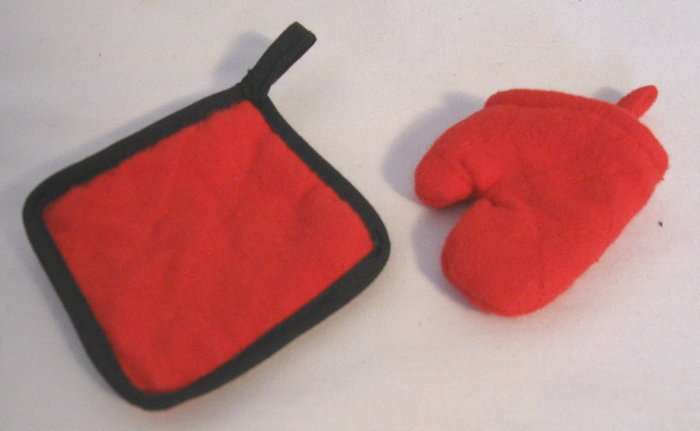 Oven Mitt and Hot Pad Holder